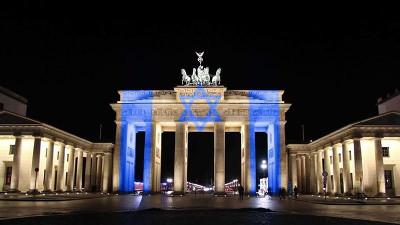 Brandenburger Tor in israelischen Farben