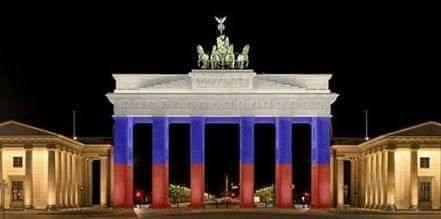 Brandenburger Tor in russischen Farben