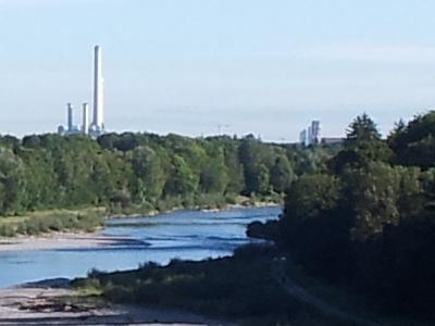 Blick von der Großhesseloher Brücke auf die Frauenkirche