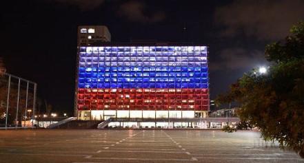 Rathaus von Tel Aviv in russischen Farben