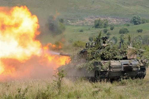 In Rumänien: Abrams-Panzer feuert